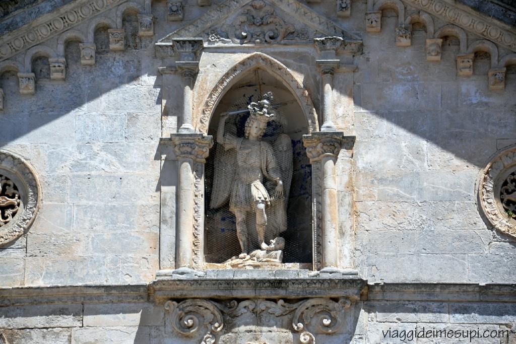 Monte Sant'Angelo, statua San Michele Arcangelo