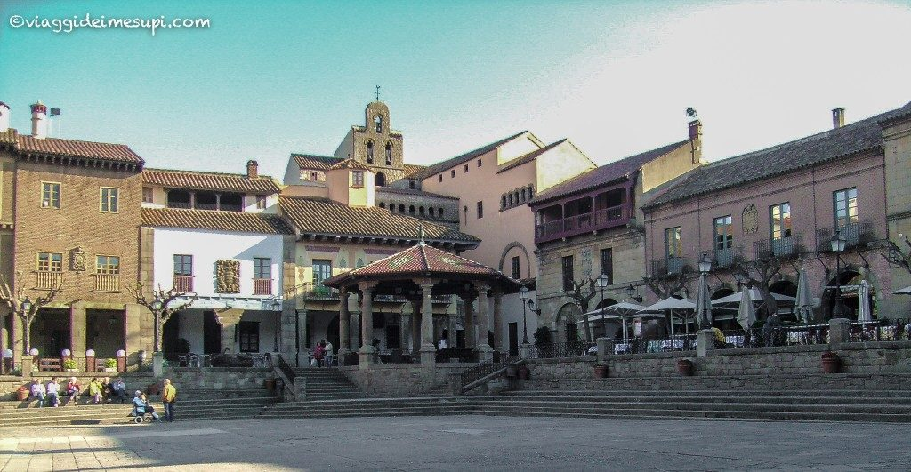 Visit Poble Espanyol, the square
