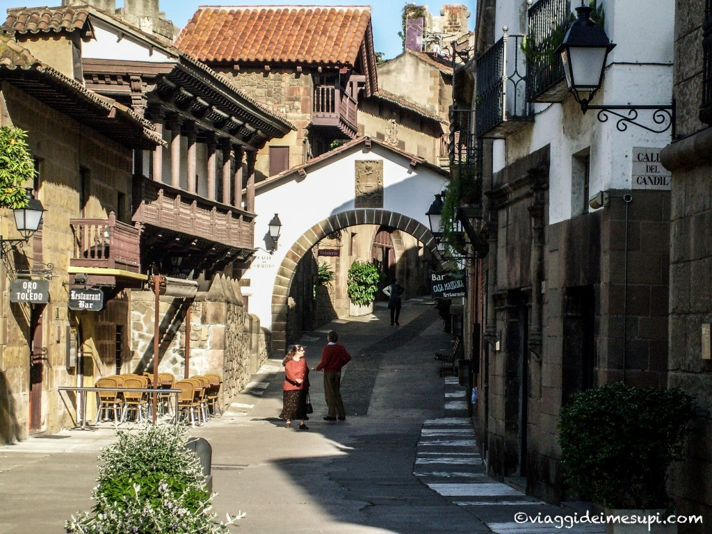 Visit Poble Espanyol, the streets