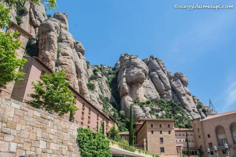 Monastero di Montserrat tra le montagne