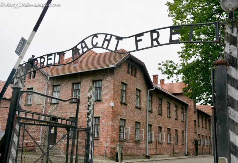 Visitare Auschwitz Birkenau, ingresso di Auschwitz
