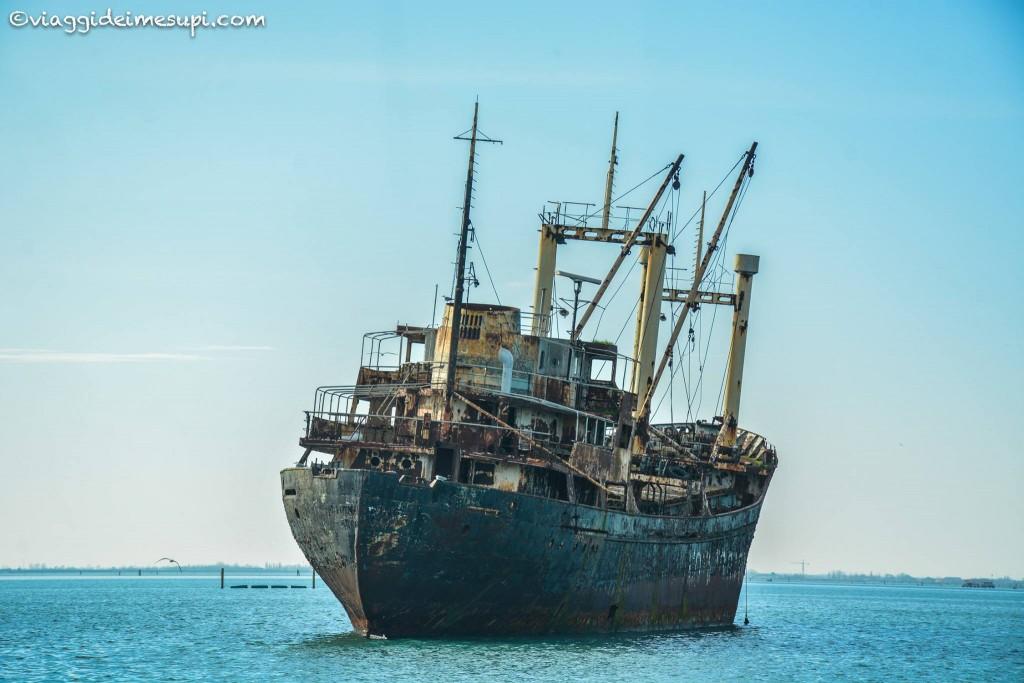 laguna sud, nave incendiata