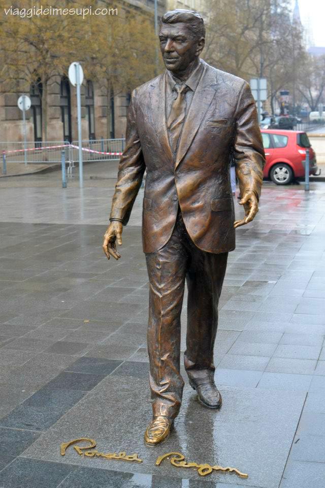 5 cose da non perdere a Budapest, la statua di Ronald Regan