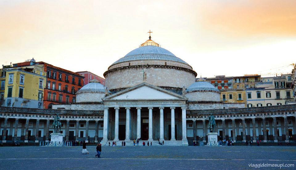 Dichiarazione d'amore a Napoli, piazza del plebiscito