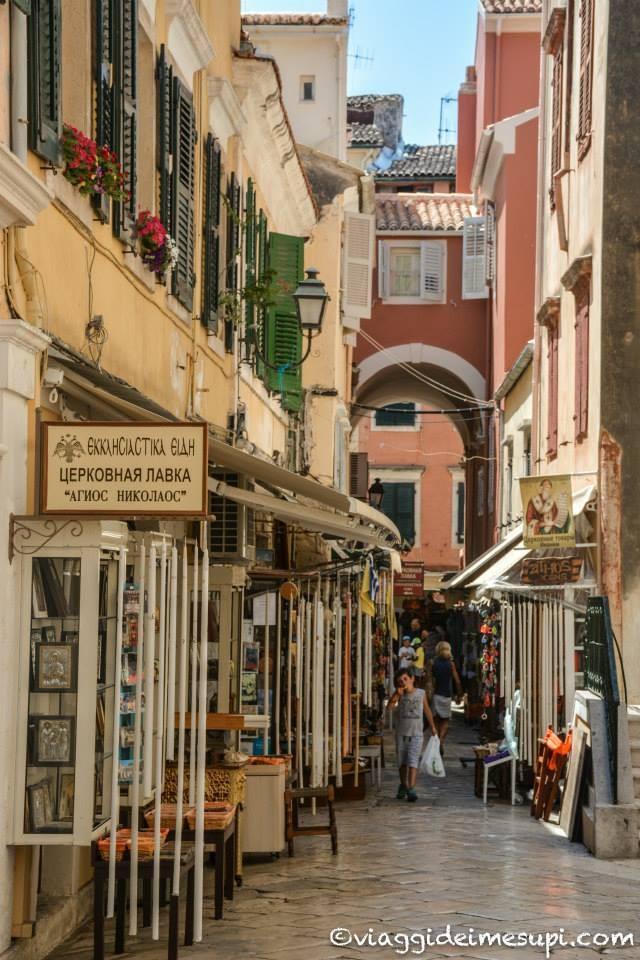 Visitare la Città Vecchia di Corfù, vicoli