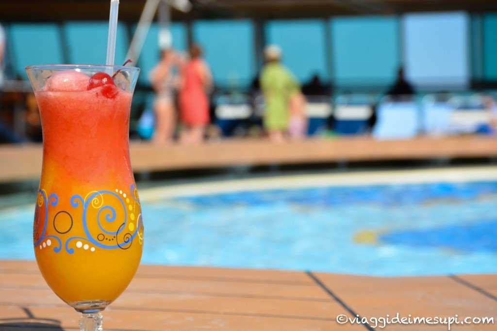 Crociera Royal Caribbean - Relax in piscina