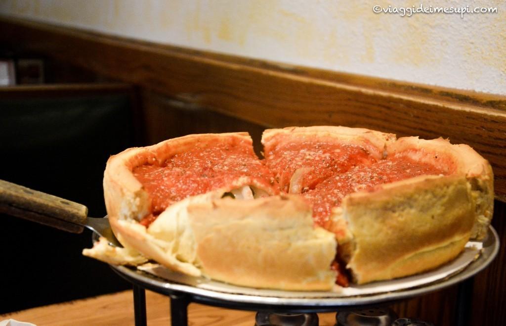 Sei cose da fare a Chicago, Deep Dish Pizza
