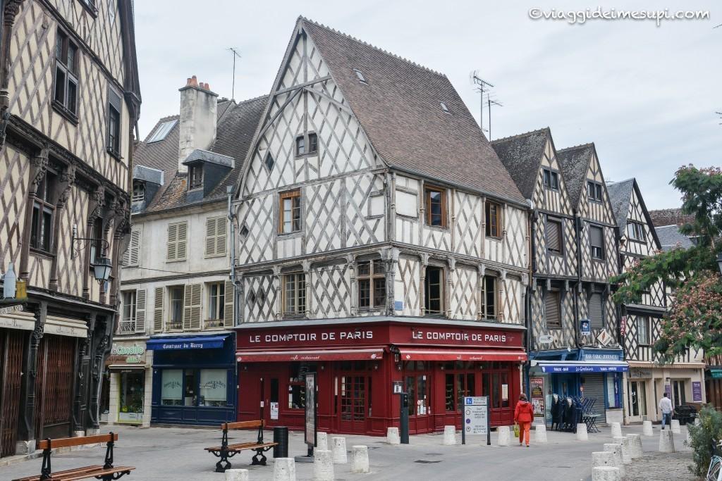 Itinerario in moto nella Loira, Bourges