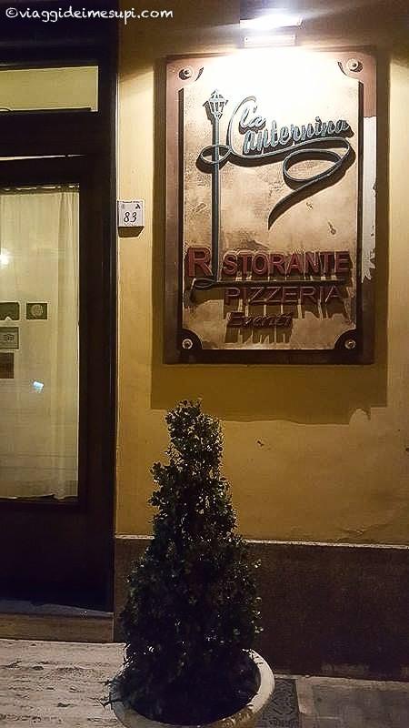 Mangiare la pizza vicino Napoli - La lanternina, ingresso2